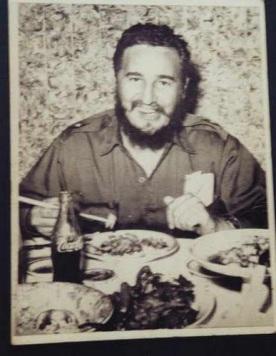 Fidel comiendo con coca cola